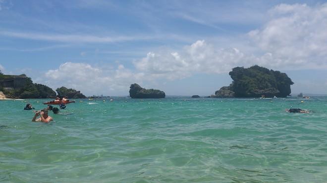 青い空、エメラルドグリーンの海
