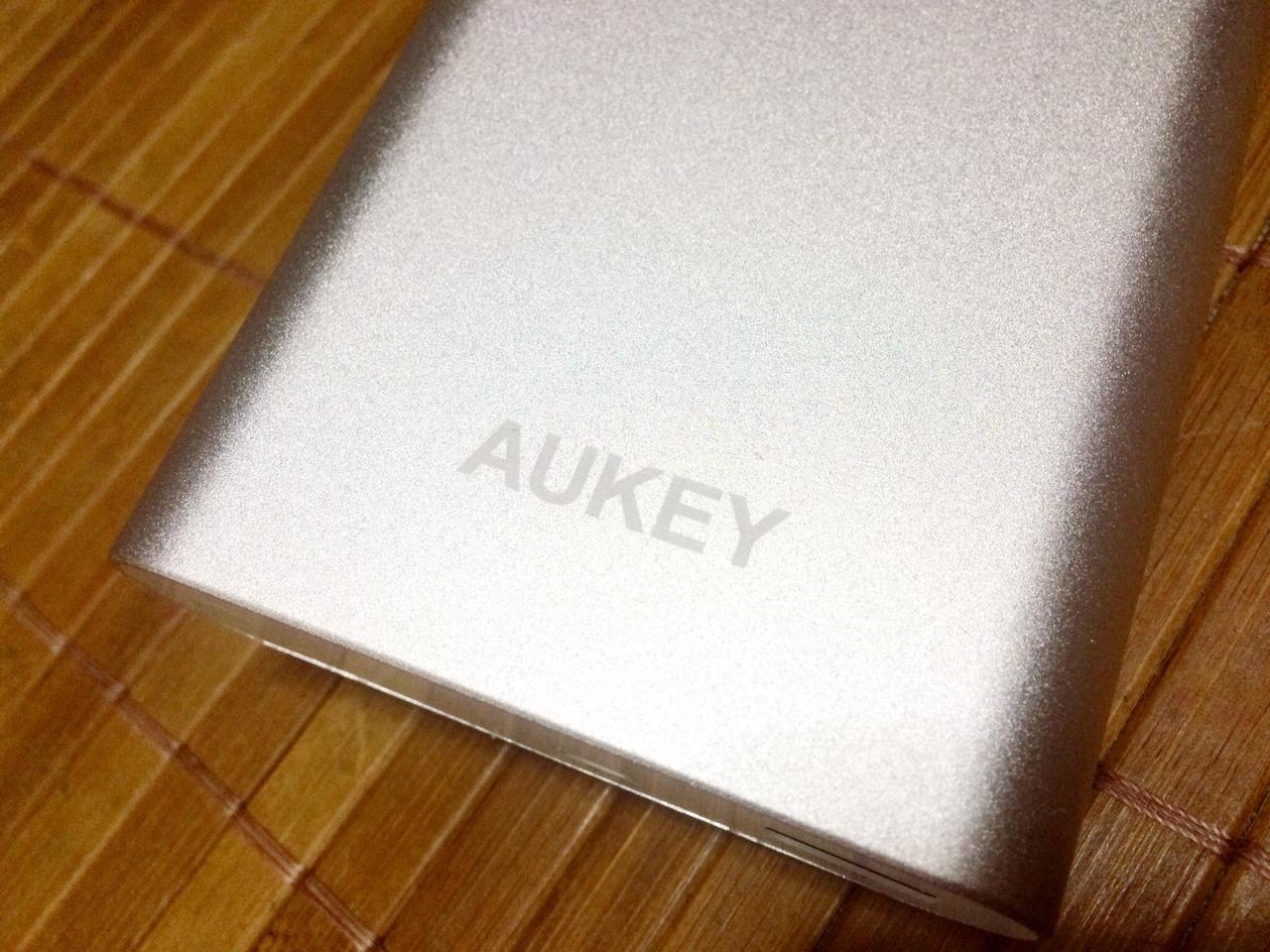 高速充電のQuick Charge 2.0に対応した大容量モバイルバッテリー「Aukey PB-T1」レビュー