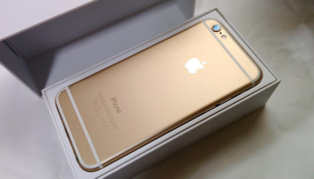 iPhone SEが発表された中で今さらau版iPhone 6 128GB ゴールドを手に入れました。