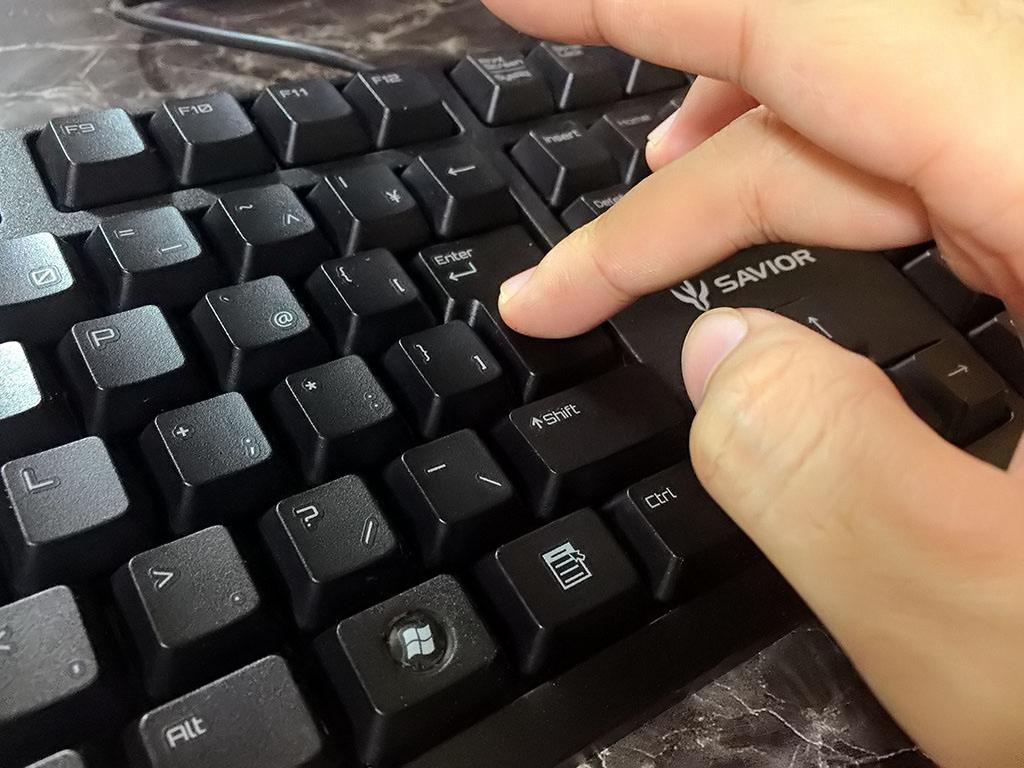 軽いキータッチが心地良い!BUFFALOの低価格ゲーミングキーボード「BSKBC16BK」を購入しました
