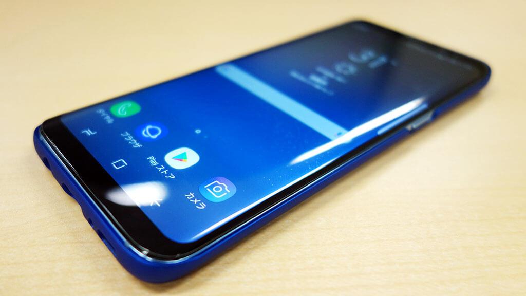 Galaxy S8用の0.7mm薄型ケース「pzx Galaxy S8 全面保護ケース JR-BP277」が持ちやすさを損なわず使いやすい