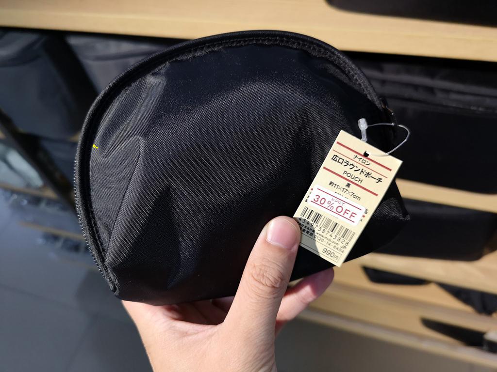 充電グッズをまとめて収納できる無印良品の「ナイロン広口ラウンドポーチ」が使いやすい!